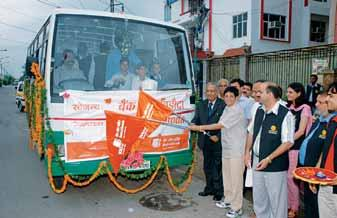 Directors' Report Ms Kiran Bedi, renowned social worker flagging off the Medical Van donated by the Bank to Navjyoti India Foundation, Delhi in the presence of GM(NZ).