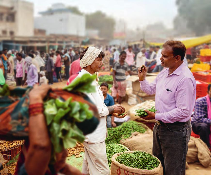 22 Magazine Bayer Annual Report 2017 Middleman Rakesh Patel (on the left in the photo) sells Pappu Singh s harvest on the market in Varanasi.