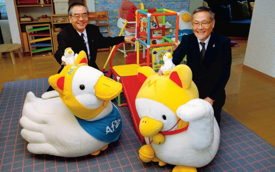 Kohsuke Yamashita (right) is the chairman of the Children s Cancer Association of Japan, a nonprofit organization that supports various initiatives to help children battling cancer.